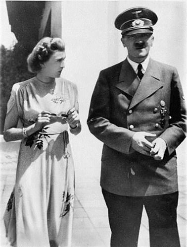 В 1932 году, 1 ноября Ева предприняла первую попытку покончить с собой, выстрелив в шею, девушка выжила. Следующая попытка последовала через 3 года- в ночь с 28 на 29 мая 1935 года с помощью таблеток Ева снова попыталась покончить с жизнью. Девушку спасло чудо: вовремя вернувшаяся сестра вызвала врачей – и Браун вновь спасли от гибели.