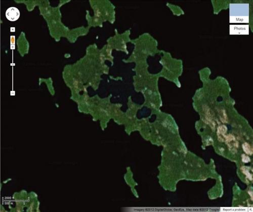 А это – самый большой в мире остров на озере, которое расположено на острове в озере, находящемся на острове. Узкая полоска земли находится в Канаде на небольшом озере, расположенном на другом острове. Он тоже, в свою очередь, находится на озере в 90 км от побережья внутри острова Виктория в Канадском Арктическом архипелаге. По предположениям журналистов, на остров-«матрешку» никогда не ступала нога человека.