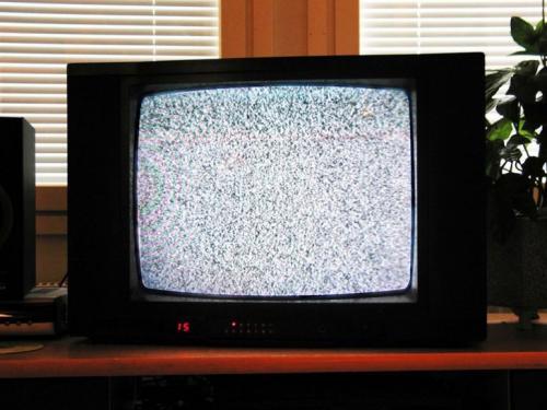 И когда вы настраиваете телеканалы, небольшой процент статических помех, видимых на экране, — это остатки излучения от Большого взрыва.