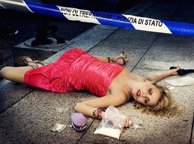 Факт остается фактом: девушки, связывающие свою жизнь с привлекательным внешне модельным бизнесом, погибают по совершенно разным причинам с завидной регулярностью, - будь то несчастный случай, или насильственная смерть, или же самоубийство. На фото - постановочный снимок в рамках проекта Top Model