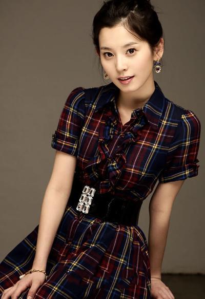 Южнокорейская актриса и модель Ву Сын-Ен (Woo Seung-yeon) повесилась в своем доме в Сеуле 27 апреля 2009 года. Ей было 25.