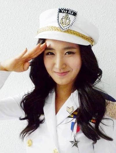 18 апреля 2011 года 22-летняя южнокорейская модель Ю-ри Ким (Yu-ri Kim) покончила с собой, приняв сильнодействующий яд.
