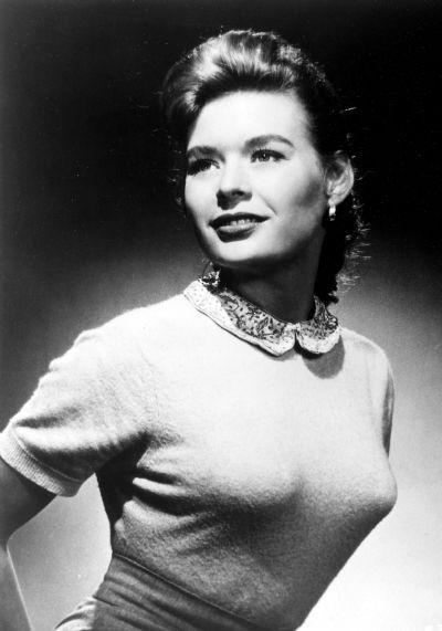 Причина первая. Убийство. Американская актриса и фотомодель Кэролин Митчелл (Carolyn Mitchell) была убита 31 января 1966 года в возрасте 29 лет выстрелом в голову.
