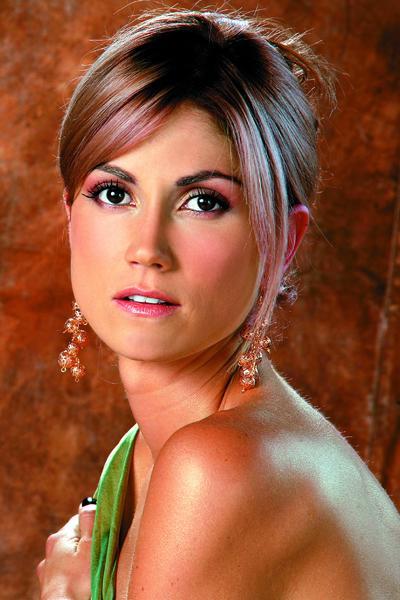 29-летняя колумбийская модель, актриса, теле- и радиоведущая Лина Маруланда (Lina Marulanda) умерла 22 апреля 2010 года, упав с балкона своей квартиры на шестом этаже.