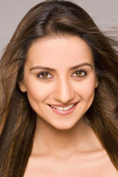 Полутора годами позднее, 8 февраля 2006 года, повесилась и близкая подруга Нафисы - 30-летняя индийская актриса и фотомодель Кулджит Рандхава (Kuljeet Randhawa).