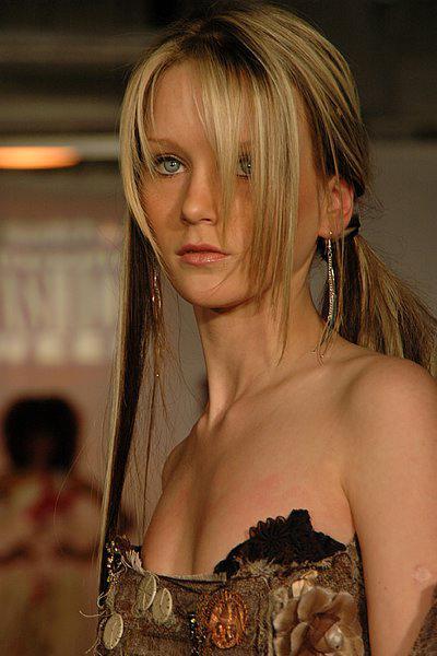 18-летняя британская фотомодель Салли Энн Боумэн (Sally Anne Bowman) была смертельно ранена ножом в шею и живот, а затем изнасилована 25 сентября 2005 года.