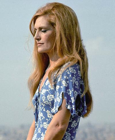 Популярная французская певица, актриса и фотомодель Далида (Dalida) ушла из жизни по собственной воле 3 мая 1987 года в возрасте 54 лет.