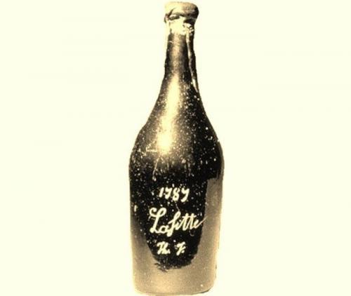 Вино Chateau Lafite (160 тысяч долларов) Даже превратившись с течением времени в уксус, это вино остается «лакомым кусочком» для коллекционеров, что связано с тем, что на бутылке имеются инициалы первого владельца этого вина, 3-го президента США Т.Джефферсона.