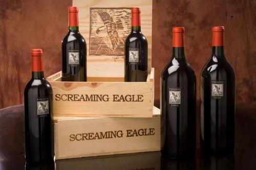 Вино Screaming Eagle (500 тысяч долларов) Это вино, изготовленное в долине Напа, было продано там же на аукционе, где его приобрел за полмиллиона долларов Чейз Бейли, топ-менеджер Cisco Systems. На сегодняшний день это вино считается рекордно дорогим.