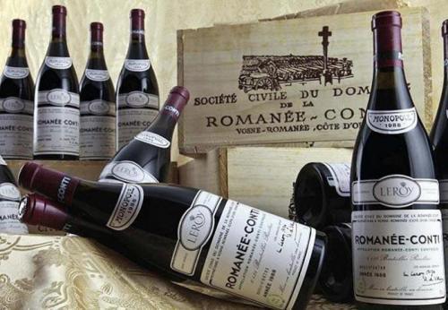 Вино Romanee Conti (123 900 долларов) Уникальность этого вина в минимальном тираже, составившем всего 600 бутылок. Также немаловажную роль сыграло и то, что произведено это вино было в 1945-м году, а в следующем на виноградниках Бургундии вспыхнула эпидемия филлоксеры.