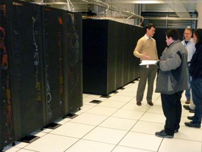 Крупнейшее хранилище данных Самый большой в мире дата-центр принадлежит компании IBM и содержит 3 петабайта (3000 терабайт) памяти. Территориально хранилище расположено в Дублине, Ирландия.
