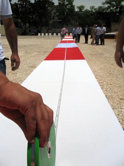Самый длинный стол Самый длинный в мире стол был накрыт в Восточном Иерусалиме 26 мая 2012 года и вместил около 800 человек. Его длина составила 202,22 м, ширина - 56 см.