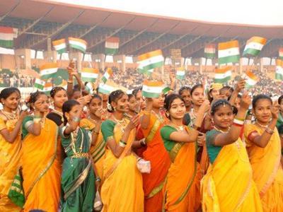 Самое большое количество людей, исполнивших национальный гимн Рекорд установлен 25 января 2012 года в Аурангабаде, Индия, при поддержке компании Lokmat Media Ltd. Национальный гимн Индии одновременно исполнили 15243 человек.