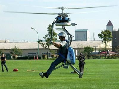 Самый маленький вертолет Вертолет GEN H-4, чья длина несущего винта достигает почти 4-х метров, был создан японской компанией Gen Corporation. Масса летательного аппарата составляет 70 кг.