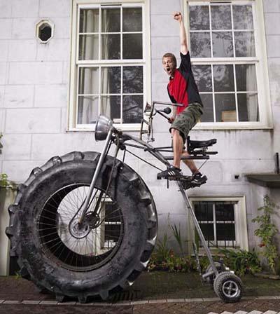 Самый тяжелый в мире велосипед Велосипед весит 750 кг и принадлежит собравшему его голландцу Вотеру ван ден Бош.