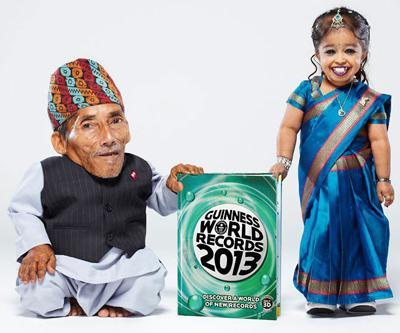 Самые маленькие люди Самая маленькая женщина из ныне живущих - 18-летняя индийская студентка Джиоти Амге. Ее рост составляет 62,8 см. А самым маленьким человеком в мире является 72-летний Чандра Бахадур Данги из Непала. Его рост составляет всего 54,6 см.