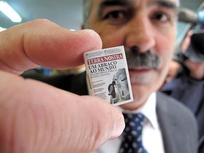 Самая маленькая в мире газета Самое крошечное популярное издание планеты является точной копией португальской газеты Terra Nostra. Размеры миниатюры, выпущенной тиражом 3000 штук, составили: 18,27 мм х 25,35 мм. Масса: менее 1 грамма.