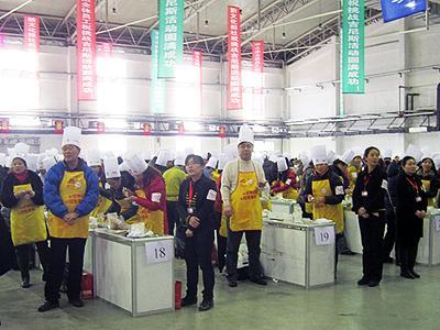 Крупнейший в мире урок кулинарии На кулинарном занятии, прошедшем в рамках сельскохозяйственной выставки в городе Чанчунь, провинция Цзилинь, Китай, 16 января 2012 года и посвященном приготовлению пельменей, присутствовало 2012 учеников.