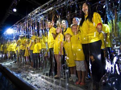 Наибольшее количество людей, собранных внутри мыльного пузыря Рекорд в количестве 125 человек был установлен на выставке в Кельце, Польша, 4 марта 2012 года при поддержке компании Tuban, специализирующейся на изготовлении мыльных пузырей.