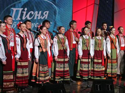 Самое длинное певческое выступление В выступлении, продлившемся 110 часов 0 минут и 15 секунд, приняли участие около 350 украинский музыкальных групп, а также более 1800 украинских певцов, танцоров и музыкантов, продемонстрировавших народные таланты в области национальной культуры.