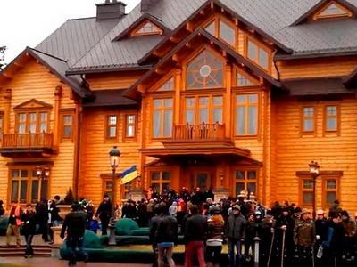 В конце прошлой недели интернет пополнился свидетельствами роскошной жизни  Виктора Януковича в его шикарной резиденции в Межигорье.