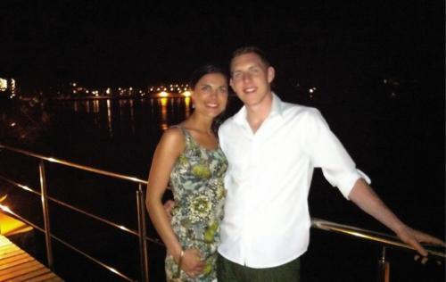 Девушка с женихом проводила время в дорогом отеле на острове Маврикий. Во время романтического ужина Микаэле понадобилось что-то в номере, и девушка в спешке поднялась в апартаменты.