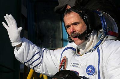Канадский астронавт Крис Хэдфилд (Chris Hadfield), член экипажа миссии на МКС, перед запуском Союз-ФГ на космодроме Байконур в Казахстане, 19 декабря 2012 года.