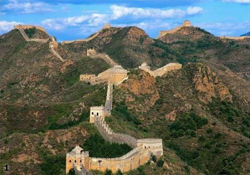 В общей сложности строительство Стен заняло 2000 лет  - с 7 века до нашей эры до 17 века нашей эры...