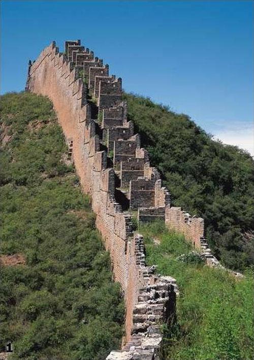 По поводу возраста Великой Китайской стены есть и альтернативные мнения. Академик Анатолий Фоменко пришел к выводу, что ее построили между 1650 и 1689 годами для обозначения границы между Китаем и Россией по Нерчинскому договору.