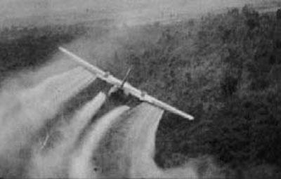 """Во время войны США распылили над территорией Вьетнама около 80 миллионов литров «Эйджент Орандж""""…"""