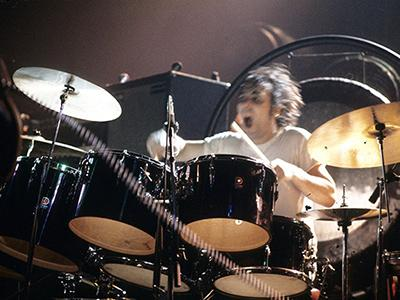 Барабанная установка Кита Джона Муна Цена: £139 650 В 1978 году в возрасте 32 лет умер один из лучших рок-барабанщиков в мире - Кит Джон Мун. Безумный Мун, или Мун-Лун, как его часто называли фанаты, стал кумиром для миллионов. Вероятнее всего, именно один из его поклонников и купил на аукционе Christie`s в 2004 году ударную установку, на которой музыкант играл в период с 1968 по 1970 год.