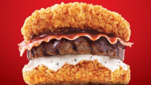 Бургер без хлеба Вместо пшеничных булочек известный фастфуд решил использовать две куриные котлеты в сухарях