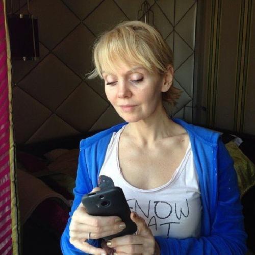"""В ответ на это обвинение Валерия опубликовала своё фото без макияжа. """"Всем злобствующим по поводу фотошопа и фильтров"""", — написала тогда певица."""