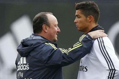 """Он заявил: """"Либо уйдет Бенитес, либо уйду я"""". Тем самым, португалец подтвердил слухи о конфликте с главным тренером. Наставник был уволен."""
