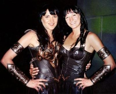 ������� ���� ������� (Lucy Lawless) � �������� ��� ���� (Zoe Bell) �� ����� ������ ����������� ����� - �������� ������ (1995-2001).