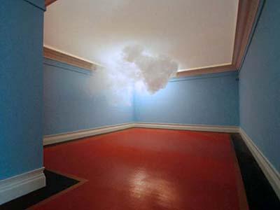 «Домашнее» облако Nimbus II было создано в четырех стенах голландским художником Бернднаутом Смайлдом (Berndnaut Smilde) с помощью дымовой машины, термостата и подсветки.