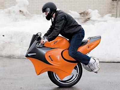 «The Uno» - самодельный одноколесный мотоцикл-гибрид, который был собран 18-летним энтузиастом Беном Гулаком (Ben Gulak) и впервые продемонстрирован в 2008 году на автомобильном шоу в Торонто, Канада.