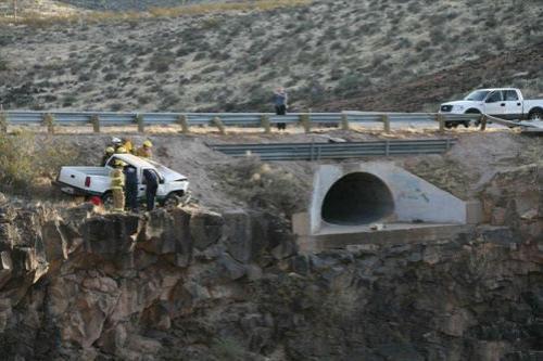 Пассажиры пикапа были на грани смерти, еще чуть- чуть и машина сорвалась бы с огромной скалы...