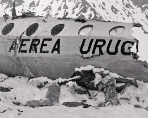 После того, как оставшиеся в живых пассажиры рейса 571 услышали по радио, что их поиски прекращены, двое из них без горного снаряжения, одежды и пищи отправились за помощью и спустя 12 дней наткнулись на людей. Выжившие пассажиры были спасены 23 декабря 1972 года. О героизме и воле к жизни пассажиров рейса 571 была написана книга и снят кинофильм.