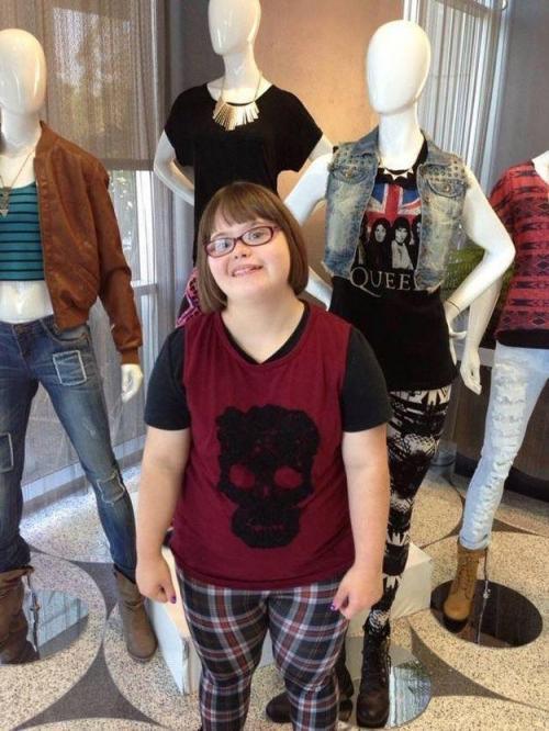 Благодаря достаточно активной кампании в интернете по поддержке Керри, производитель одежды пригласил девочку на фотосессию в Калифорнию.