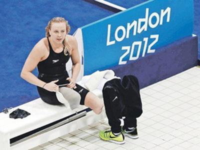 Буквально через некоторое время, в 2003 году Лонг была признана лучшей пловчихой с инвалидностью в Мэриленде. Джессика Лонг оказалась талантливой спортсменкой не по годам и уже в 12-ЛЕТНЕМ возрасте триумфально дебютировала на Паралимпийских играх в Афинах в 2004 году, завоевав 3 золотых медали – 100 м, 400 м (класс S 8), эстафета 4х100 м (класс 34 pts).