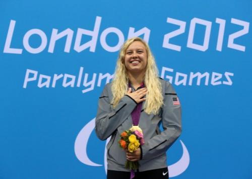 """После Паралимпийских игр 2012 года, когда журналисты пронюхали о исторических корнях Джессики, американке организовали встречу с ее биологической матерью. Приехав в Россию, Джессика Лонг радушно встретилась со своей российской семьей, и сказала, что она """"простила свою мать и не держит на нее зла"""".Кто знает, как бы сложилась судьба успешной, обеспеченной и известной американской спортсменки, если бы она не была отдана в приют."""