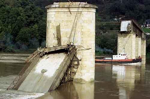 4 марта, 2001. Мост Хинце-Рибэйро(Португалия). Погибло: 59 человек...