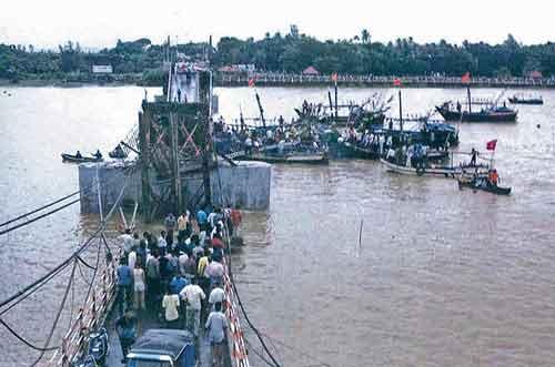 28 августа, 2003. Мост Даман(Индия)Погибло: 25 человек...