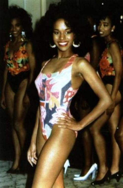"""В 1992 году Тайсон был обвинен в изнасиловании """"Мисс Черная Америка"""" Дезире Вашингтон. Боксер отрицал все обвинения, однако получил обвинительный приговор и шесть лет тюрьмы. Через три года он вышел за примерное поведение."""