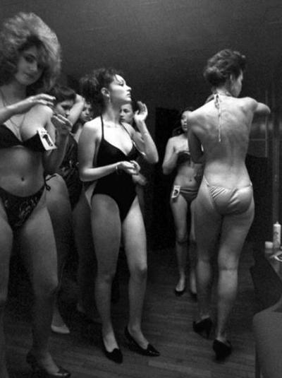 Конкурс красоты в его современном формате был проведен 15 апреля 1951 года в Великобритании. Это был первый конкурс «Мисс Мира». Именно тогда прошло первое дефиле в «бикини».