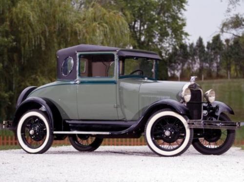 1. Ford Model AЭтот автомобиль смог стать настоящим успехом и бестселлером для Ford Motor Company. Всего за четыре года производства с 1927 до 1931 года предприятие спустило с конвейера более 5 млн таких машин. При этом Model A выпускался в 10 видах кузова! Машина имела хорошие потребительские качества и, что немаловажно, оказалась очень доступной.  На таком автомобиле грабил банки легендарный Джон Диллинджер. По легенде, он даже написал благодарственное письмо Генри Форду, сообщив, что исключительные технические характеристики Model A позволяют ему всегда успешно скрываться от полиции.