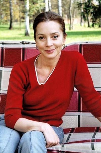 Галина играет в антрепризе, занимается йогой для поддержания фигуры; 15 лет счастлива замужем за бизнесменом Сергеем; есть трое сыновей, дочь и двое внуков.