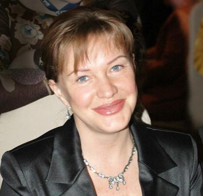 Елена стала арт-директором «Эрмитажа» и телеведущей; снимается в сериалах; входила в рабочую группу Общественной палаты РФ; 19 лет замужем за бизнесменом Андреем; есть две дочери.