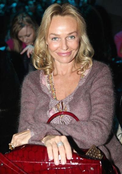 Наталья участвует в благотворительности, ездит на кинофестивали. Ее первый муж - композитор Максим Дунаевский, второй - актер Максимилиан Шелл, с которым сегодня в разводе. Есть двое детей.